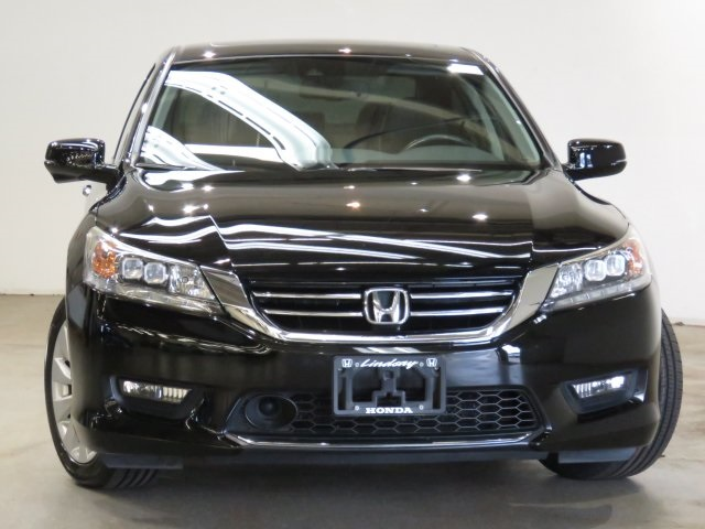 Pre-Owned 2015 Honda Accord Touring